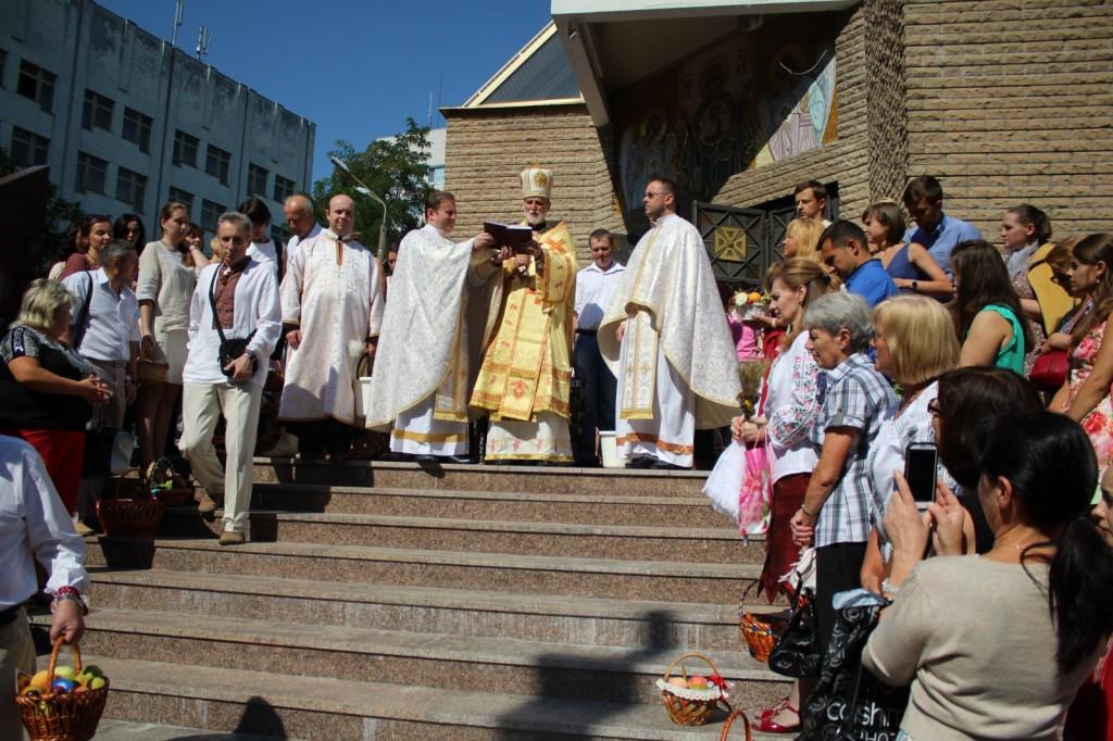 2014-08-19 - Kyiv - Pered chramom UHKC (5)_1600x1067